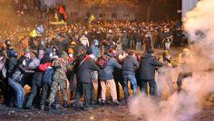 Kiev, scoppia la guerriglia. Clicca sulla foto per saperne di più.