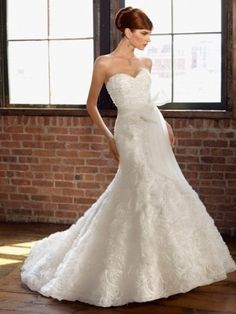 A-line Sweetheart Sleeveless Court Trains Organza Wedding Dress For Brides with Applique