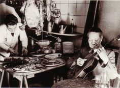 Barcelona 1935.- Taberna de los Tenores C/Robadors, nº 17 Spain Culture, Barcelona, Popular Culture, Concert, Old Photography, Old Pictures, Flamingo, Black And White, Historia