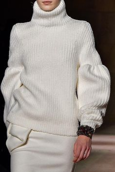 Chic Simplicity - white sweater with soft silhouette; fashion details // Victoria Beckham Fall 2015