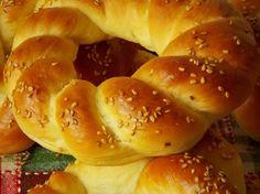 simit bread, Turkish bread with sesame. Kitchen Recipes, Cooking Recipes, Pan Arabe, Baked Buffalo Cauliflower, Brioche Bread, Challah, Eastern Cuisine, Pastry And Bakery, Turkish Recipes
