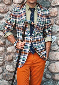 Acheter la tenue sur Lookastic:  https://lookastic.fr/mode-homme/tenues/blazer-multicolore-olive-pantalon-chino-orange-cravate-bleu-marine/738  — Pantalon chino orange  — Cravate bleu marine  — Chemise à manches longues olive  — Blazer écossais multicolore