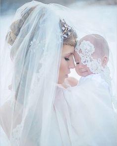 Que foto é essa! 👰💍 A noivinha com seu filho participando do casamento!!! Amei❤️🌺 ❤️😍 👰💝Veja no link a seguir os 2 ERROS que você NOIVA pode estar cometendo e nem sabe: 👉 www.vireinoiva.com.br/2erros 👈