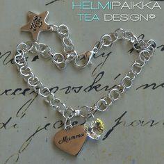 Amulettirannekoru Mummu sydänamuletilla ja kirkkaalla Swarovskin kristallilla <3 Tilaa täältä: http://www.helmipaikka.fi/tuotteet.html?id=20641%2F3301