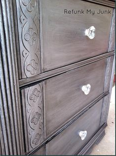 DIY Furniture Makeover - Painted Dresser in Metallic Silver Pigments - Refunk My Junk Refurbished Dressers, Old Dressers, Diy Dresser Makeover, Furniture Makeover, Repurposed Furniture, Painted Furniture, Metal Furniture, Furniture Projects, Diy Furniture