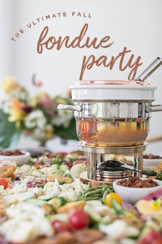 The Ultimate Fall Fondue Party Sugar and Charm shares an easy way to make the most charming fall fondu party! From unique dipping items to a delicious fondu recipe. Perfect for fall! Beer Cheese, Best Cheese Fondue, The Melting Pot, Fondue Restaurant, Hot Buttered Rum, Appetizer Plates, Appetizers, Pizza Raclette, Fondue Recipes