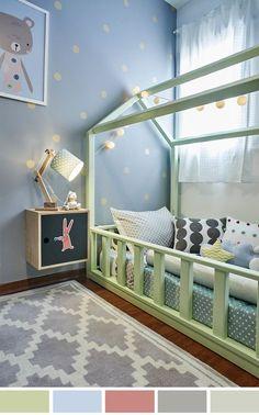 Nesta inspiração para quarto de criança, destaque para paleta de cores que segue tons claros de cinza, azul, verde, com um toque de cores quentes como o amarelo.