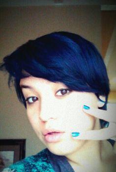 Dark blue hair love this color. Possible next hair. Winter months maybe. Midnight Blue Hair, Dark Blue Hair, Diy Hairstyles, Pretty Hairstyles, Dying My Hair, Hair Brained, Wild Hair, Awesome Hair, Colorful Hair