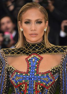 See the best Met Gala 2018 Beauty - all the hair and make-up from the red carpet in pictures Rihanna, Beyonce, Jennifer Lawrence, Damp Hair Styles, Natural Hair Styles, Short Hair Styles, Wet Look Hair, Hair Looks, Mtv Movie Awards