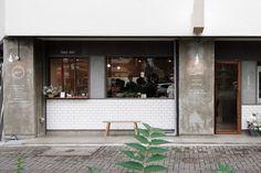 カフェと美容院の複合ショップ
