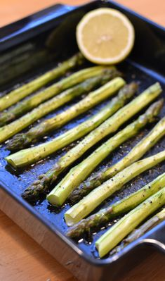 Uunissa paahdettu parsa | Maku Sweet Recipes, Vegan Recipes, Cooking Recipes, Oven Roasted Asparagus, British Dishes, My Cookbook, Green Beans, Food And Drink, Dinner