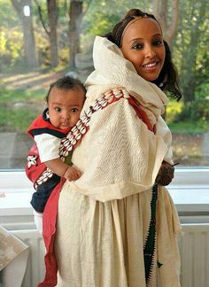 Young Habesha, Eritrean woman in traditional clothes. Young Habesha, Eritrean woman in traditional clothes. We Are The World, People Around The World, Beautiful Children, Beautiful People, Tres Belle Photo, Baby Carrying, Happy Baby, Eritrean, Beauty Around The World