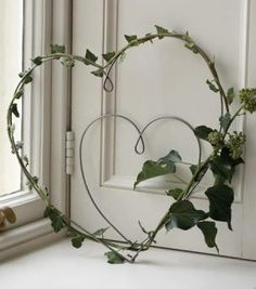 """Small Wire Hearts"" ~ These wire hearts can be decorated simply using ivy or linen ribbon and display on your front door to welcome visitors. Climbing indoor plants Hülya hm_yildiz Floristik ""Small Wire Hearts"" ~ These wire hearts can be decorated Wreaths For Front Door, Door Wreaths, Rustic Wreaths, Ribbon Wreaths, Greenery Wreath, Burlap Wreaths, Front Doors, Cortina Floral, Valentine Day Wreaths"