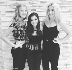 They are so pretty and look so happy! Lol Brooke is so short compared to Chloe…