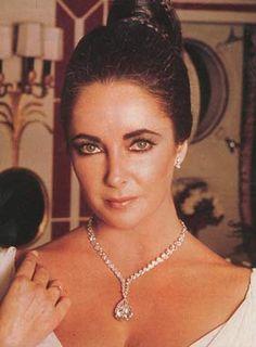 Elizabeth Taylor wearing the Taylor-Burton Diamond in a necklace