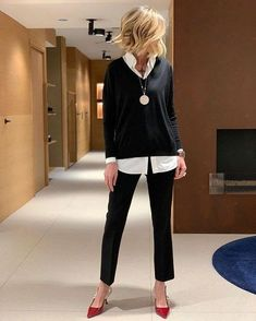 22 best casual outfit ideas for women over 40 years 52 Casual Outfit casual work outfits Fashion Over 50, Work Fashion, Fashion Looks, Fashion Outfits, Womens Fashion, Fashion Top, Fashion 2018, Fashion Trends, Best Casual Outfits