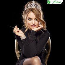 Una tiara y un simple maquillaje pueden ser tu disfraz este halloween. Halloween, Ideas, Fashion, Make Up, Costume, Online Shopping, Moda, Fashion Styles, Fashion Illustrations