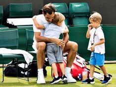Roger Federer spends time with his children at Wimbledon — Tennis World Roger Federer Kids, Roger Federer Family, Wimbledon, Federer Twins, Roger Federrer, Mirka Federer, Atp Tennis, Play Tennis, Leo