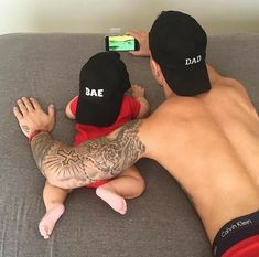 Imagem de baby, love, and family Father And Baby, Daddy And Son, Dad Baby, Daddy Daughter Photos, Father Daughter, Cute Little Baby, Baby Kind, Little Babies, Cute Babies