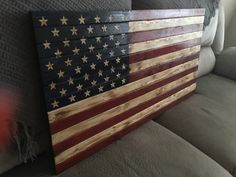 🇺🇸 American flag wood decor Patriot Designs co. Pallet Flag, Pallet Art, Pallet Ideas, American Flag Pallet, American Flag Decor, Diy Projects To Try, Home Projects, Pallet Projects, Wood Crafts