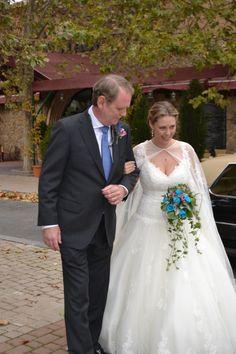 Y se dirige al Palacio. #boda