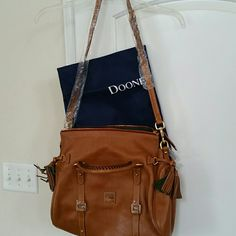 Dooney&bourke purse brand new Never used brown leather purse plenty of pockets inside dust bag included shoulder strap handles the carry some scratches on the outside but that is reflected in price no trades Dooney & Bourke Bags Shoulder Bags