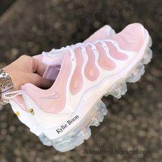 ROSA Nike Vapormax Plus - mode zum verlieben! Nike Wmns, Nike Huarache, Cute Sneakers, Shoes Sneakers, Sneakers Women, Shoes Heels, Sneakers Fashion, Fashion Shoes, Nba Fashion