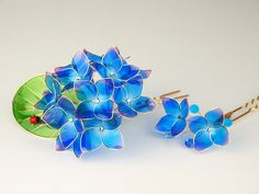 Blue wire and polish flower