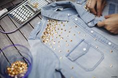 DIY Fashion- Studded denim button up Diy Jeans, Jeans Denim, Denim Shirts, Studded Shirt, Studded Denim, Jean Diy, Diy Fashion Projects, Diy Mode, Do It Yourself Fashion