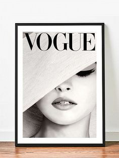 Gloss paper Vogue Hat - Famous Photography Chanel Bazaar - Wall decor