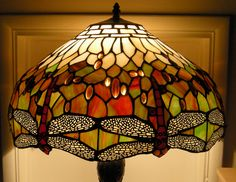 Powerful Lowe's Table Lamps Design Tips for Apartments Stained Glass Lamps, Tiffany Lamps, Diy Garden Projects, Light Up, Floor Lamp, Bulb, Ceiling Lights, Pendant
