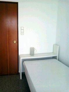 3ª Habitación. Habitación individual, toda equipada con cama-puente, armario y mesa escritorio.