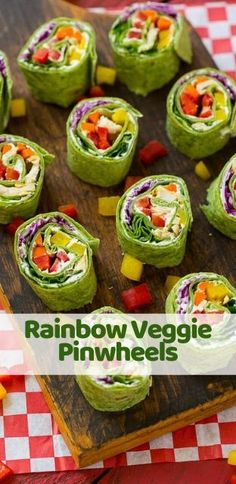 These veggie pinwheels are a rainbow of colorful fresh veggies with ranch flavored cream cheese, all rolled up inside a spinach tortilla wrap. The perfect back to school lunch! Healthy Dinner Recipes, Healthy Snacks, Vegetarian Recipes, Snack Recipes, Cooking Recipes, Vegetarian Sandwiches, Going Vegetarian, Vegetarian Breakfast, Vegetarian Dinners