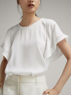 22 💝 Fantastic White Blouse To Look Trendy – Trendy Fashion Ideas Tumblr Fashion, Trendy Fashion, Fashion Outfits, Fashion Ideas, Business Casual Outfits, Classy Outfits, Blouse Styles, Blouse Designs, New Mode