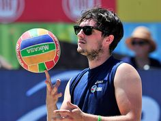 Josh Hutcherson enjoyed a volleyball match in shady style! Gotta love his classic wayfarer sunnies!