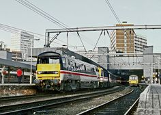 91002 and HST Almost new GEC-built class 91 hauling an HST set 'blunt end' first departing Leeds for London King's Cross on 29 May Electric Locomotive, Diesel Locomotive, National Rail, Railroad Pictures, Train Art, Electric Train, British Rail, Great Britain, Buses