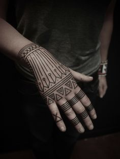 Hand Tattoos, Hand And Finger Tattoos, 12 Tattoos, Henna Tattoo Hand, Body Art Tattoos, Small Tattoos, Tattoos For Women, Tattoos For Guys, Tatuajes Tattoos