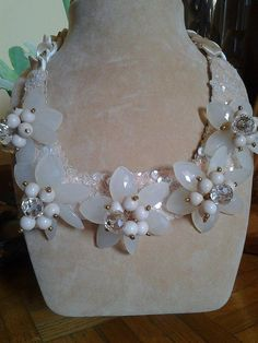 Gardenia bianca collana fatta a mano con swarowsky di crizartshop