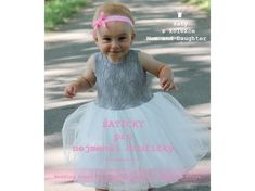 Dětské šedé krajkové šatičky s bílou tylovou sukní pro malé i větší  družičky. Cena od 1 599Kč. 9fc2d05789
