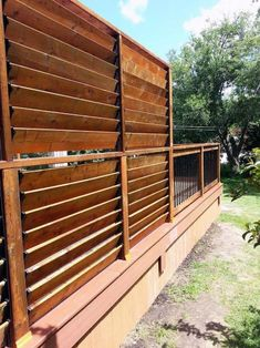 It's great to have wonderful backyard. But sometimes, you need your own privacy. So here comes the solution; an outdoor privacy screen. You can build your own DIY privacy screen. Privacy Wall On Deck, Backyard Privacy Screen, Privacy Fence Panels, Privacy Landscaping, Outdoor Privacy, Patio Fence, Diy Privacy Fence, Patio Decks, Garden Privacy