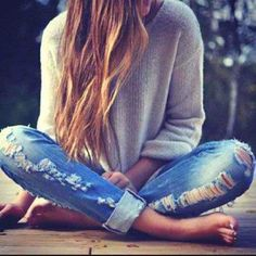 Old Ash--Very carefree, laid back look, long wild hair, ripped jeans, converse, combat boots and summer dresses, loose sweaters, piercings, tattoos, dark eye makeup.