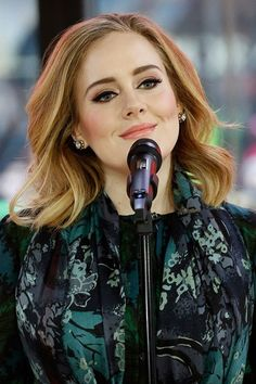 Adele shows off her bob at the GRAMMYs Beauty Makeup, Hair Makeup, Hair Beauty, Makeup Style, Adele Makeup, Make Up Inspiration, Celebrity Makeup, Celebrity Gossip, Beautiful Celebrities