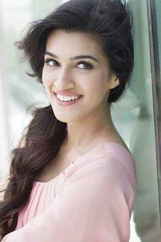 Kriti Sanon, sweet smile