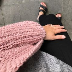 Lisa @schoenebude Fur Slides, Sandals, Lisa, Fashion, Lace Cardigan, Threading, Jackets, Tutorials, Breien