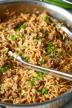 The quickest ramen noodle stir fry! Fast, easy and budget-friendly using ramen noodles and ground beef for an amazing, super saucy stir… Damn Delicious Recipes, Healthy Recipes, Free Recipes, Stir Fry Recipes, Cooking Recipes, Beef Ramen Noodle Recipes, Ground Beef Ramen Recipe, Easy Ramen Recipes, Ground Pork Recipes Easy
