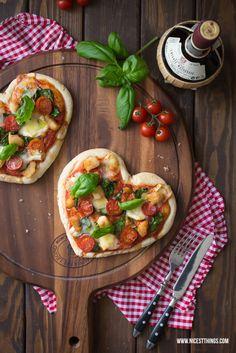 Pizza in Herzform mit Géramont und Hähnchen (via Bloglovin.com )