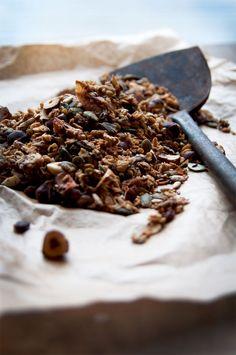 Apple Pie Granola + DIY Healthy Apple Sauce & It takes a village. Muesli, Granola, Apple Sauce, Breakfast Recipes, Breakfast Ideas, Dessert, Healthy Treats, Apple Cider, New Recipes