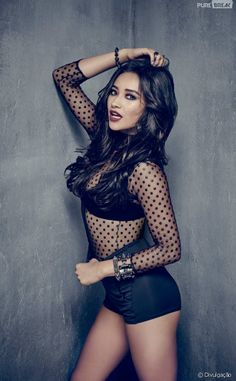 Shay Mitchell Pretty Little Liars Emily Fields five years forward Emily Fields, Shay Mitchell, Pretty Litle Liars, Pretty Little Liars Seasons, Pretty Little Liars Actrices, Serie Vampire Diaries, Films Netflix, Lucy Hale, Ashley Benson