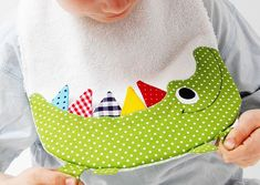 The front of the bib is made of colorful cotton fabrics and absorbent cotton terry in White. 22 cm x 35 cm Neck circumference up to cotton, cotton terry Push button, yarn Handgemachtes Baby, Baby Kind, Baby Toys, Toddler Toys, Baby Girls, Baby Bibs Patterns, Sewing Patterns, Sewing For Kids, Baby Sewing