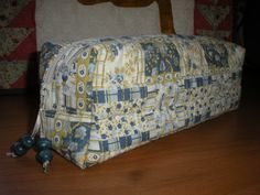 Mi rinconcito de labores: Neceser o Valisette Bed Pillows, Pillow Cases, Home, Scrappy Quilts, Pillow Beds, Satin Ribbons, Cosmetic Bag, Bed Covers, Manualidades